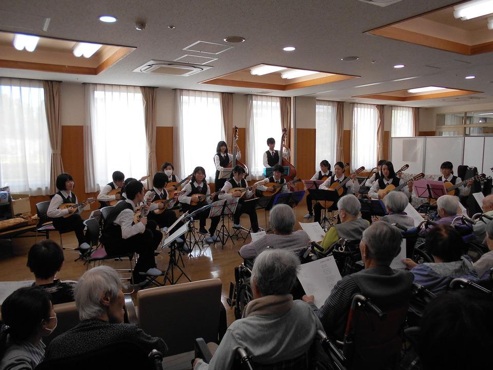 中津高校ギターマンドリン部訪問演奏会が開催されました。  border=
